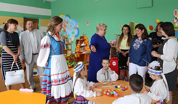 ■ С традициями народного ткачества почетных гостей знакомят в дошкольном центре развития ребенка «Солнышко» г. Копыля